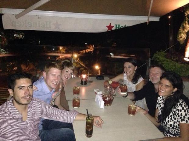 Paola com amigos do Equador, Escócia e Inglaterra.