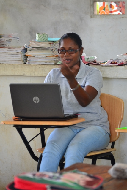 Elizabeth, antiga beneficiária do programa, hoje é desenvolvedora de comunidades.