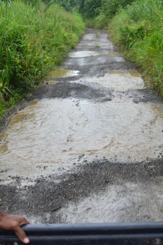 Estrada esburacada - Sambú