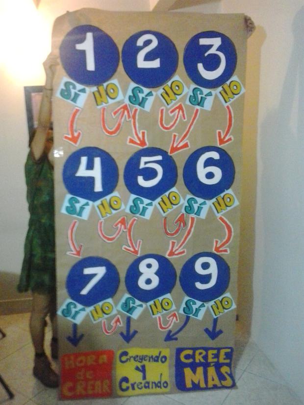 """Concluída a pintura do nosso jogo - um tapete de perguntas que iria definir o """"nível de CREA"""" de cada participante."""